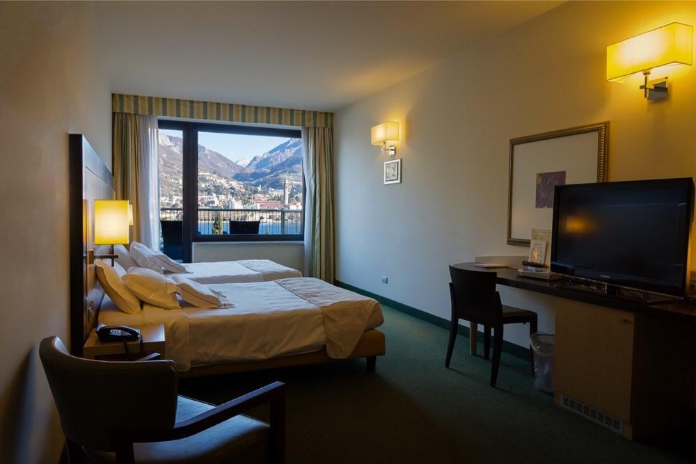 Camera familiare sul lago di como hotel griso malgrate for Costruito in armadi per camera familiare