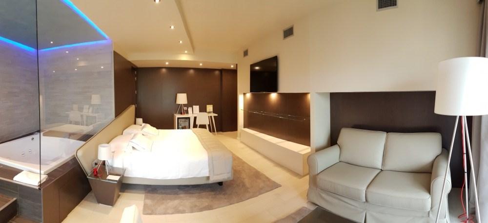 Suite con idromassaggio su lago di como hotel griso for Planimetrie della cabina del lago con soppalco